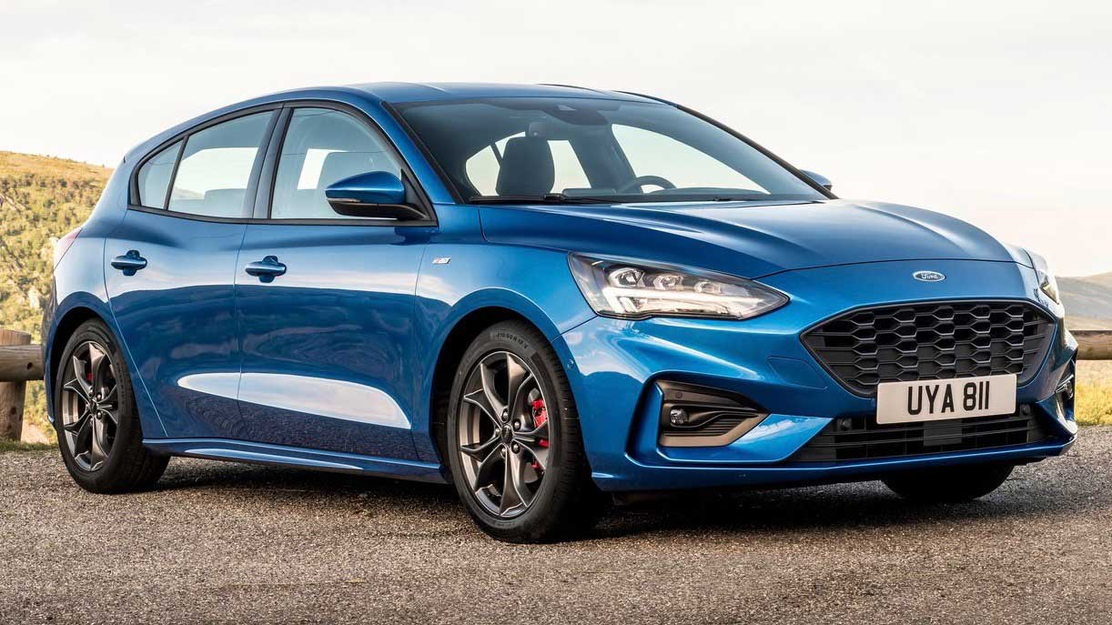 2019 Ford Focus ST Line hatch front 3 4
