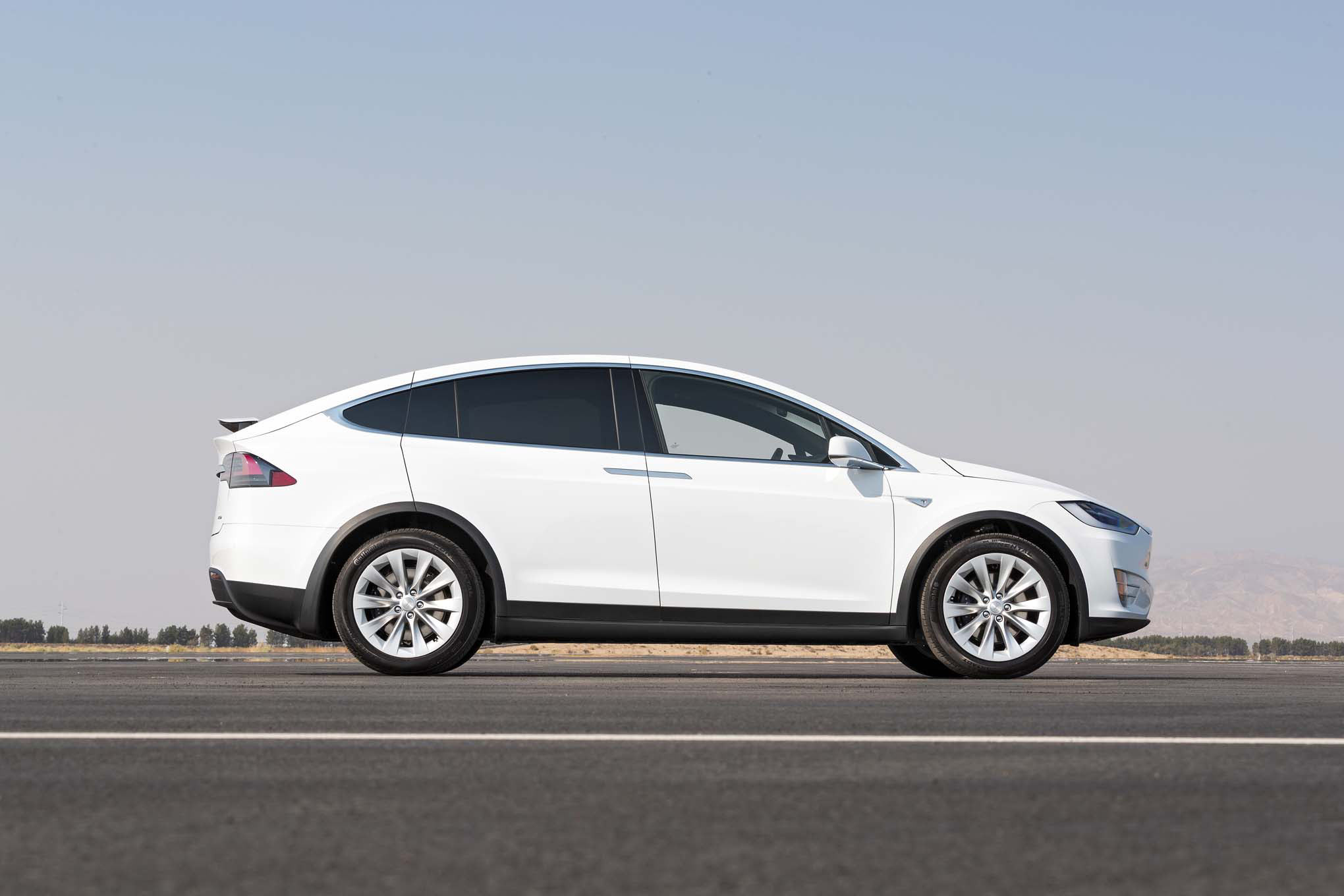 2016 Tesla Model X 75d side profile
